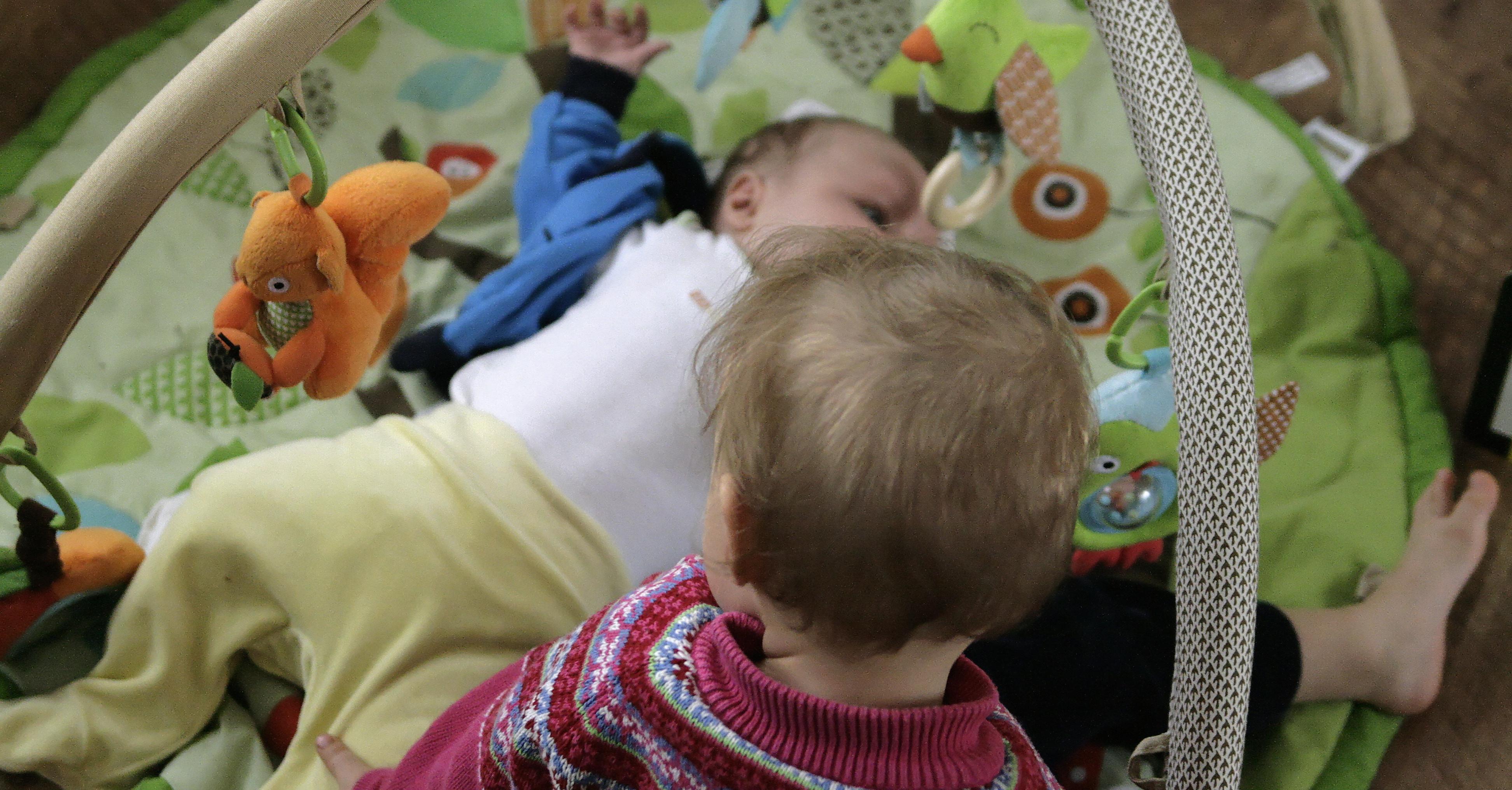 Jak radzić sobie z dwójką maluchów czyli 12 porad blogującej mamy