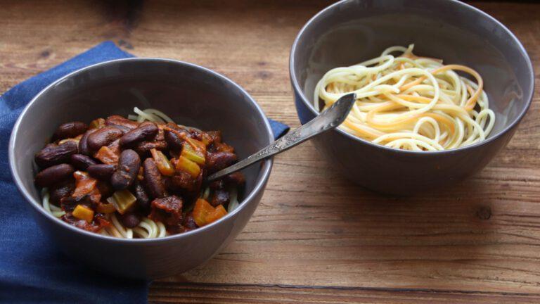Spaghetti z sosem z fasolą