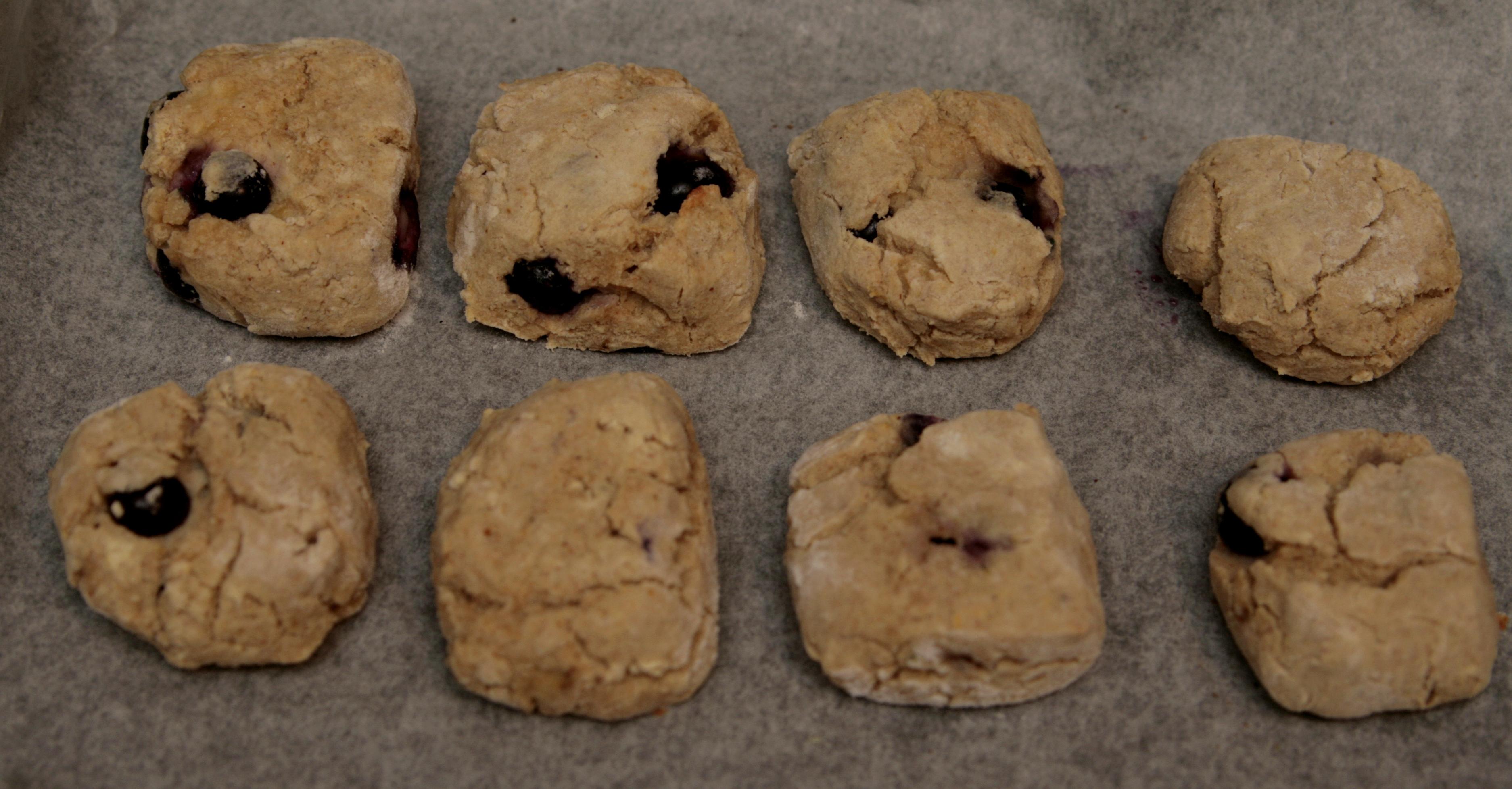Cytrynowe scones z borówkami wegańskie i bezglutenowe