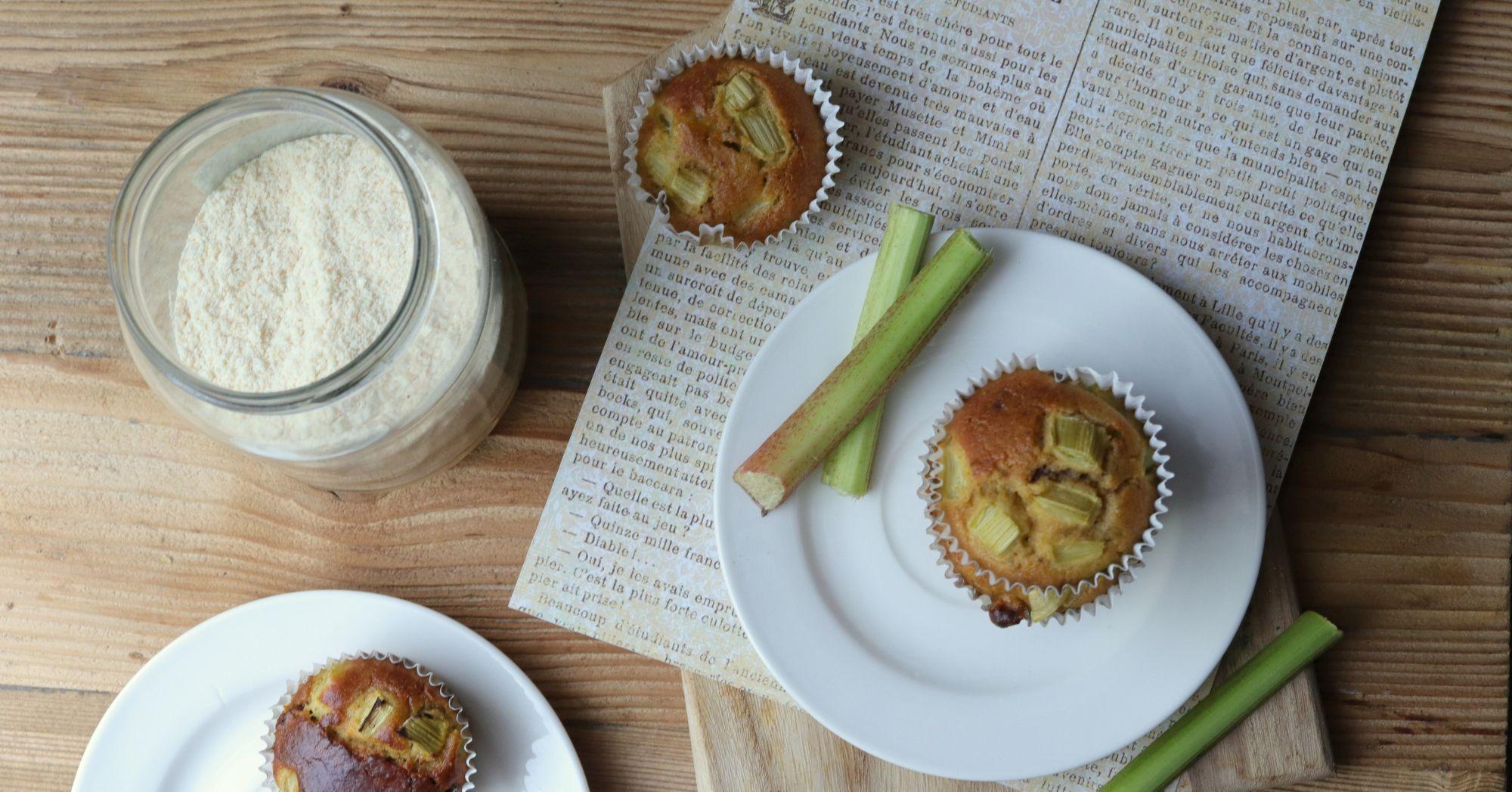 Muffiny bezglutenowe z rabarbarem