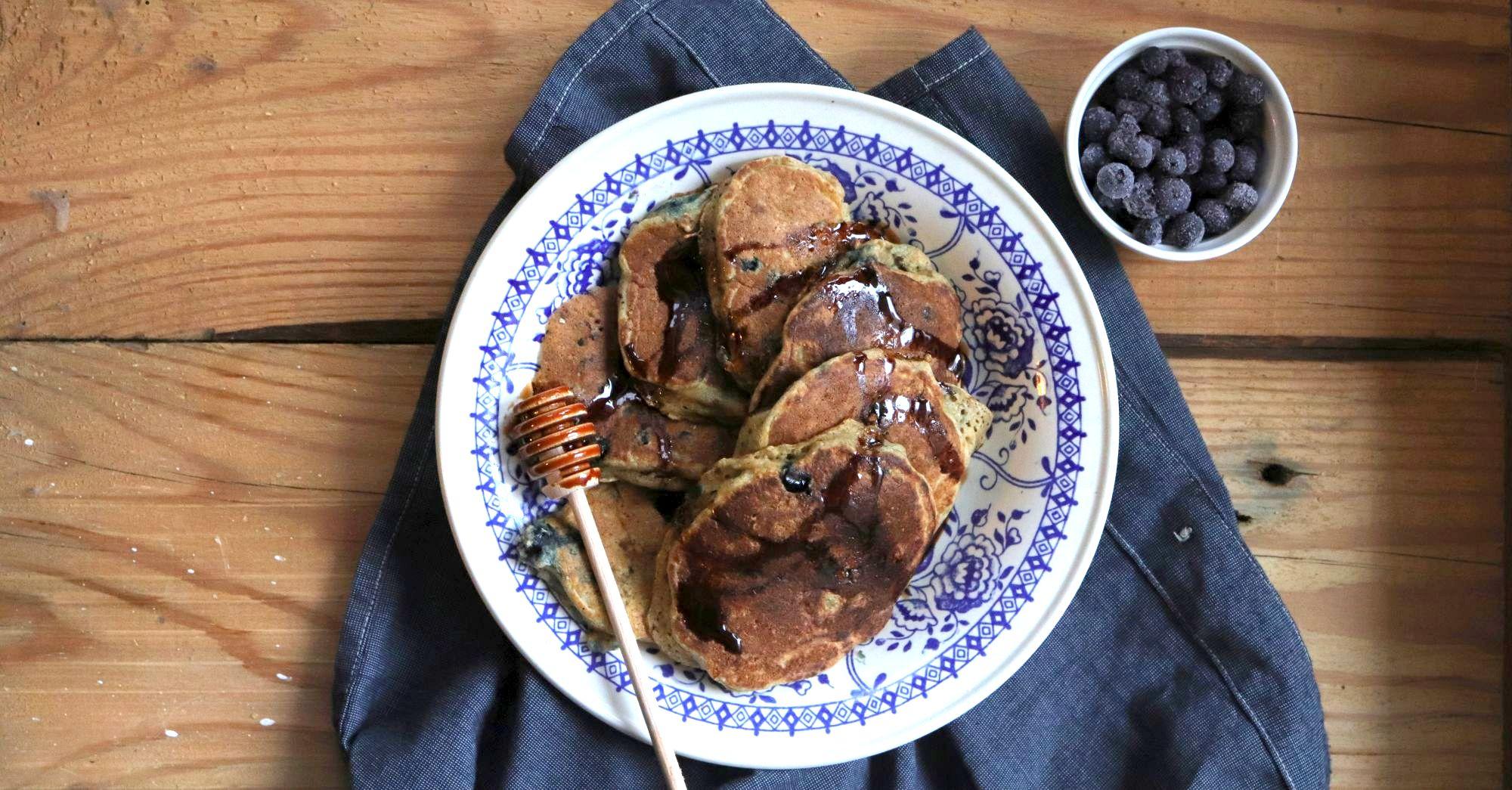 Owsiane pancakes z borówkami