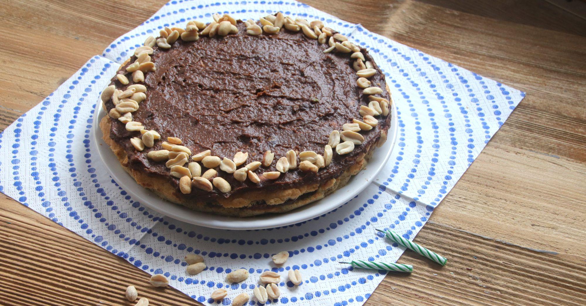 Tort bez cukru i glutenu z kremem z awokado