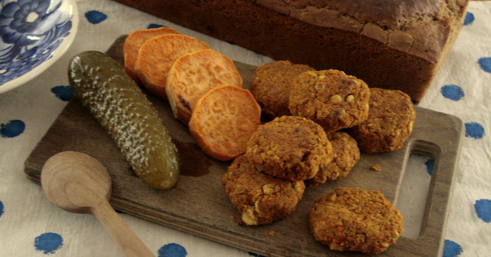 Miniburgery z cieciorką i pieczoną marchewką